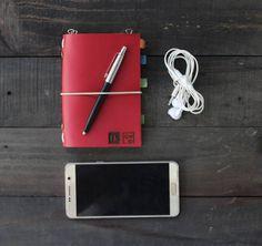 """New set of EDC post your everyday carry items with us and don't forget to mention @myhibrkraft :) . . Kini akun official line kami berubah menjadi '@hibrkraft' (pakai @). Add @hibrkraft (please use """"@"""") di LINE kamu atau chat langsung untuk pemesanan order pricelist dan katalog! Selain itu kami juga akan post info dan trivia menarik seputar dunia penulisan journalling sketch dan lainnya :) . . #journal #productphotography #handicraft #leather #bukuunik #travelnote #photography #bookbinding…"""