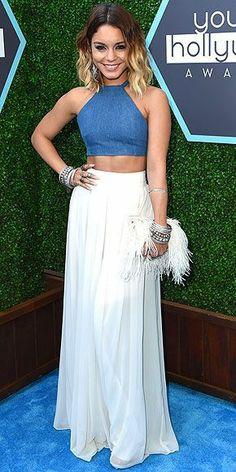Vanessa Hudgens attends the Young Hollywood Awards in L. rocking her signature boho style: a denim crop top, a white floor-length skirt, a plume-covered Jenny Packham clutch and more bangles than we can count. Denim Crop Top, Crop Tops, Crop Top Elegante, Skirt Outfits, Dress Skirt, Pants Outfit, Fiesta Outfit, Boho Fashion, Fashion Outfits
