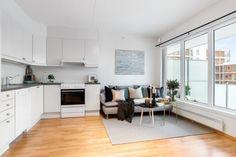 Boligstyling, stue, interiør inspirasjon Table, Furniture, Home Decor, Decoration Home, Room Decor, Tables, Home Furnishings, Home Interior Design, Desk