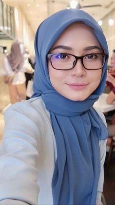 Fajar Rudin's media content and analytics Beautiful Muslim Women, Beautiful Hijab, Muslim Hijab, Hot Muslim, Muslim Beauty, Hijab Fashion Inspiration, Girl Hijab, Hijab Chic, Traditional Fashion