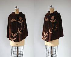 vintage 1970s cape / 70s brown suede cape / 70s suede appliqué poncho / hippie boho cape / floral bird cape / brown tan suede poncho