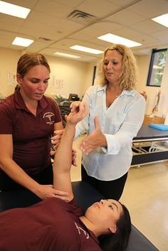 Dr. Cynthia Vaccarino turns her students into colleagues. Find out how! #HodgesU #physicaltherapy #science