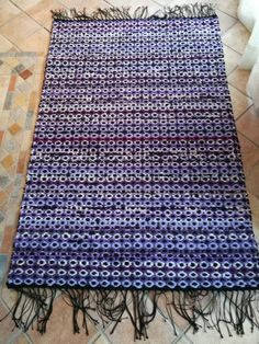 Lila orvokkimatto Weaving Projects, Recycled Fabric, Woven Rug, Carpets, Inspiration, Rag Rugs, Weave, Home Decor, Teaching