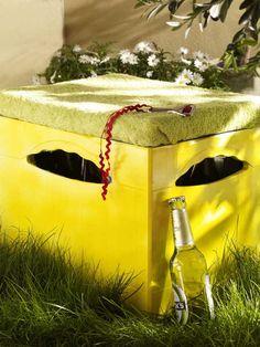 BierkastenLackierrolle (Baumarkt)Lackfarbe in Weiß und Gelb (z. B. von Alpina; Baumarkt)Schwamm (Baumarkt)Schaumstoff in Größe der