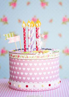 Hur man gör en papperstårta<br><i>How to make a paper cake</i> Festa Party, Diy Party, Birthday Crafts, Birthday Parties, Happy Birthday, Birthday Cake, Diy For Kids, Crafts For Kids, Party Deco