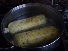 Smícháme mouku + sůl + žloutky + petrželku + mléko(pokojové teploty). Do těsta přidáme nakrájený roh...