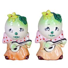 egghead people playing banjos salt and pepper shakers... Funny