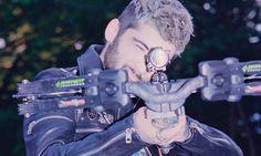 Zayn Malik uses high-powered crossbow to shoot dummy in backyard