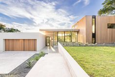 Contemporary Bracketed Space House in Austin by Matt Fajkus Architecture - CAANdesign | Architecture and home design blog