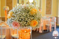 "Decor culoare ""somon"" cu scaune Chiavari Aranjamente florale: Republica Florilor http://www.salonimperial.ro/ Sos. Pipera 39"