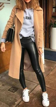 16 Trendy Autumn Street Style Outfits For 2018 - Martin D. - - 16 Trendy Autumn Street Style Outfits For 2018 Street style outfits! Street Style Outfits, Looks Street Style, Autumn Street Style, Mode Outfits, Street Style London, Street Style 2018, Autumn Style, Winter Style, Street Outfit