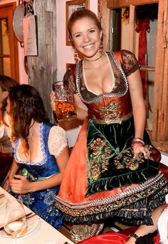 German Women, German Girls, Octoberfest Girls, Classy Women, Sexy Women, Burlesque Vintage, Beer Maid, Beer Girl, Dirndl Dress