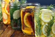 Again with the colors of citrus and natural materials. I also like original idea behind this post - natural room scents! _ DIY Natural Room Scents (this is such a great idea! Pot Mason, Mason Jars, Room Scents, Pot Pourri, Tips & Tricks, House Smells, Natural Cleaning Products, Household Products, Natural Products