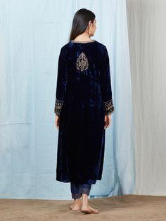 Navy Blue Velvet Silk Zardozi Embroidered Kurta with Rayon Pants - Set of 2 Pakistani Fashion Party Wear, Abaya Fashion, Pakistani Outfits, Black Velvet Suit, Blue Velvet, Stylish Clothes For Women, Stylish Dresses, Velvet Dress Designs, Stitching Dresses