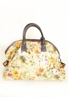 Romantic Getaway duffel bag-Perfect for traveling in style, this charming duffel bag in beige oilcloth by Anna Griffin features rich brown leatherette detailing and a romantic floral print. Finished with a spacious interior and a removable shoulder. Vintage Luggage, Vintage Purses, Duffel Bag, Tote Bag, C 18, Anna Griffin, Day Bag, Romantic Getaway, Travel Style