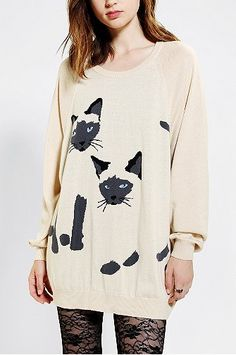 Was haltet ihr von diesem süßen Katzen-Pulli? Wäre das was für euch? #UrbanOutfiters #fashion #woman