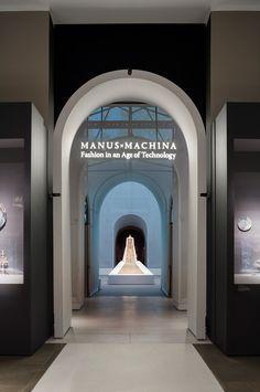 """Manus x Machina"" @ The Met, Nueva York, NY - OMA - foto: Albert Vecerka"