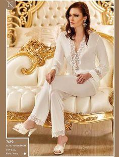 Nurteks 7690 Viskon Altılı Takım  Nurteks yeni sezon ürünleri ve modelleri ile yine çok şık ve zarif. Gecelik, gecelik sabahlık takım, kimono takım, şort takım, altılı takım ve babydol gibi çeyizlik ve özel günler için tasarlanan bir çok ürünü bir arada bulabilirsiniz. Lace Bridal Robe, Bridal Robes, Pijama Satin, Pijamas Women, Fishtail Maxi Dress, Lingerie Outfits, Sleepwear Women, Satin Dresses, Nightwear