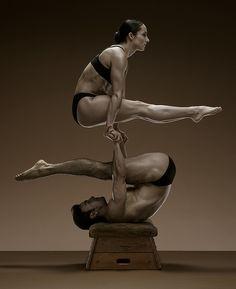 Acrobalance Duo Pike - Hand to Hand Balancing