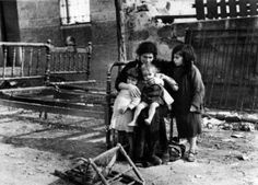 vallecas-bombardeada Historia Universal, Never Again, Children Images, Vancouver, Spanish, War, In This Moment, Couple Photos, Internet