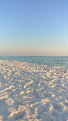 Looks like snow on the beach. Aesthetic Backgrounds, Aesthetic Iphone Wallpaper, Aesthetic Wallpapers, Santa Rosa Beach Florida, Florida Beaches, Phone Backgrounds, Wallpaper Backgrounds, Beach Aesthetic, Pink Aesthetic