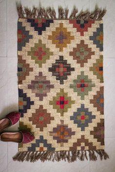 Handmade KILIM Rug Multicolor Jute Rug Kilim Dhurrie - image for you Loom Weaving, Tapestry Weaving, Tapestry Crochet, Hand Weaving, Jute Rug, Woven Rug, Kilim Rugs, Tapete Floral, Floral Rugs