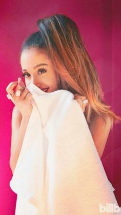 Ariana Grande, a little coy💋 Ariana Grande Fotos, Ariana Grande Photoshoot, Ariana Grande Pictures, Ariana Geande, Selena, Rapper, Ariana Grande Wallpaper, Youtuber, Foto Casual
