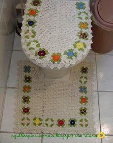 Conjunto para banheiro, feito pela Lucia.   Receita da roseta.   Iniciar o motivo com 6 correntinhas, 1 ponto baixíssimo para fechar o ...