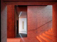 Faulkner Architects worked with Concept Lighting Lab to create a slender, three-storey coloured window in Lookout House to spread the glow across exposed concrete walls of the entry and stairway. Glass Wall Design, Journal Du Design, Hallway Designs, Built Environment, Stone Flooring, Architect Design, Large Windows, Glass Door, Lighting Design