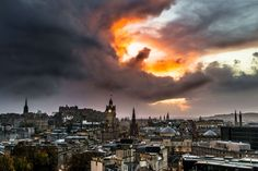 A dazzling cloud formation over the skies of Edinburgh has been likened to a Klingon ship, a fire-breathing dragon and even the hand of God. Tom Foster, a 26-year-old physician, was photographing t…