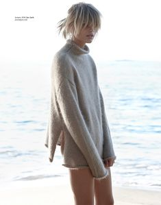 Beach Sweater, Fashion Gone Rouge, Style Minimaliste, Poses, Trends, Minimal Fashion, Sweater Weather, Fashion Photo, Woman Fashion