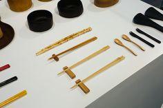 A Boobam na Japan House! A arquiteta Lea Yuko, do Design Kiiro, visitou o espaço a nosso convite e recuperou lembranças da infância ao ver as hélices de bambu, que brincava quando era pequena, numa das vitrines do centro cultural, recém-inaugurado na av. Paulista, 52. .Veja a matéria completa e mais fotos no nosso blog 👉🏻 blog.boobam.com.br#designbrasileiro #japanhousesp #reginagalvao #mobiliariobrasileiro #designbrasil #boobam_blog #entrevista #interview #makingofdesign