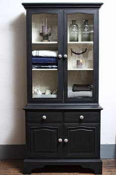 Antiquechic - Page 2 of 70 - recycling and reinventing furniture Painted China Cabinets, Ikea, Diy Door, Painted Furniture, Furniture Ideas, Rustic Decor, New Homes, Storage, House