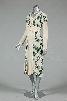 An Ossie Clark/Celia Birtwell `Floating Daisies' printed moss crepe dress, cream knit sweater dress designer green button front does style Funky Dresses, 1970s Dresses, Vintage Dresses, Vintage Outfits, Informal Attire, Celia Birtwell, Retro Fashion, Vintage Fashion, 30s Style