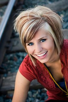 Love her hair color. Mann this looks like a good color for you Cute Hairstyles For Short Hair, Pretty Hairstyles, 2014 Hairstyles, Bob Hairstyle, Layered Hairstyles, Style Hairstyle, Medium Hairstyles, Short To Medium Haircuts, Perfect Hairstyle