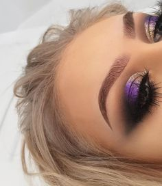 Lash Factory Products Shiny Gold to Purple Eye Makeup Glam Makeup, Purple Eye Makeup, Smokey Eye Makeup, Love Makeup, Makeup Inspo, Makeup Inspiration, Hair Makeup, Purple Eyeshadow, Gorgeous Makeup