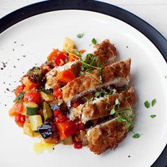Filety z kurczaka w panierce z kminem rzymskim na pikantnym ratatouille