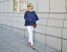 Ever wondered what shoes to wear with cropped jeans? I have you covered in this long post with all the options plus easy dos and don'ts with example photos. Ankle Boots With Jeans, How To Wear Ankle Boots, Slim Jeans, Skinny Jeans, Cropped Jeans Outfit, Kick Flare Jeans, Polka Dot Shirt, Wide Pants, Best Jeans