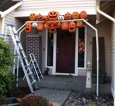 Don Morin: 2011 Halloween pumpkin arch construction. Halloween Prop, Halloween Outside, Halloween Displays, Diy Halloween Decorations, Halloween House, Holidays Halloween, Halloween Pumpkins, Halloween Crafts, Halloween Doorway