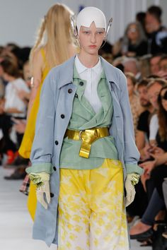 See detail photos for Maison Margiela Spring 2017 Ready-to-Wear collection.