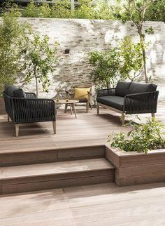 Garden furniture sets are both comfy and trendy. A rustic garden furniture set a modern-day set or any other style make a garden live. Outdoor Rooms, Outdoor Living, Outdoor Decor, Rustic Gardens, Outdoor Gardens, Backyard Patio, Backyard Landscaping, Landscaping Ideas, Terraced Patio Ideas