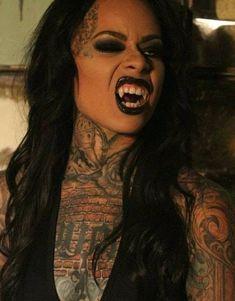 Black Vampire, Female Vampire, Vampire Girls, Vampire Bride, Vampire Books, Vampire Art, Vampire Fangs, Female Werewolves, Vampires And Werewolves