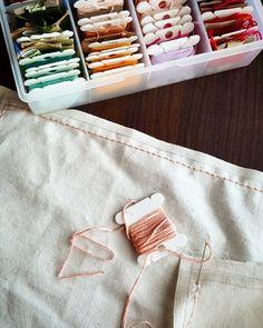 #스티치놓는어멈  이걸 갑자기 왜 하는지는 모르겠으나- #광목에#백스티치  오늘도 눈부시게 #폭염  I'm doing embroidery on the cotten cloth.  #일상 #취미 #자수독학 #광목사랑 #embroidery #selfstudy #backstitch http://www.butimag.com/광목사랑/post/1317793976502053726_1768784819/?code=BJJvqPAjete