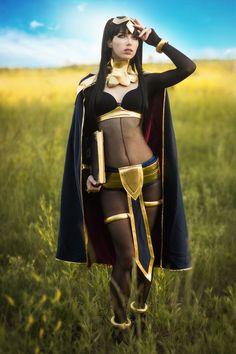 Character: Tharja / From: Nintendo's 'Fire Emblem Awakening' / Cosplayer: Megan Coffey - starbuxx / Photo: Ken AD Photography / Event: Colossalcon (2017)