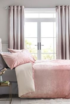 Velvet isn't just for wearing! Snuggle up each night in our luxurious Pink Ombre Velvet Bed Set. Perfect for the master bedroom or a super stylish guestroom. Pink Bedding Set, Bedding Sets Uk, Bedding Sets Online, Luxury Bedding Sets, Crib Sets, Grey And Gold Bedroom, Grey Bedroom With Pop Of Color, Velvet Bed, Pink Bedrooms