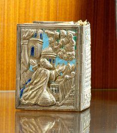Արծաթէ կրկնակազմ (ԺԸ դար, Սբ. Ղազար, Մխիթարեան միաբանութեան թանգարան)։ Bible Covers, Painting Edges, My Heritage, Book Binding, Armenia, Crosses, Precious Metals, Acai Bowl, Icons
