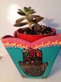 Macetita con cactus y hamsa transparente