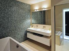 Verbouwing Amstelkade / Bloem en Lemstra Architects Accent Wall, Home, House Design, Floating Vanity, Interior, Beautiful Homes, Bathroom Mirror, Double Sink, Bathroom