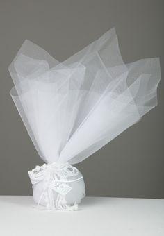 Μπομπονιέρα λευκή τούλινη με πλεκτή κορδέλα :: RADU