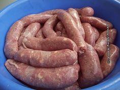 Cârnați de casă tradiționali Romanian Food, Romanian Recipes, Smoking Meat, Yams, Saveur, Pork Recipes, Sausage, Cooking, Desserts